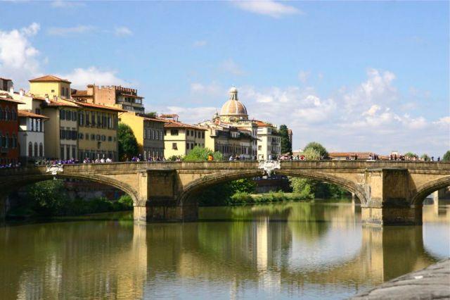Ponte Santa Tinita (Holy Trinity Bridge), Florence, Italy