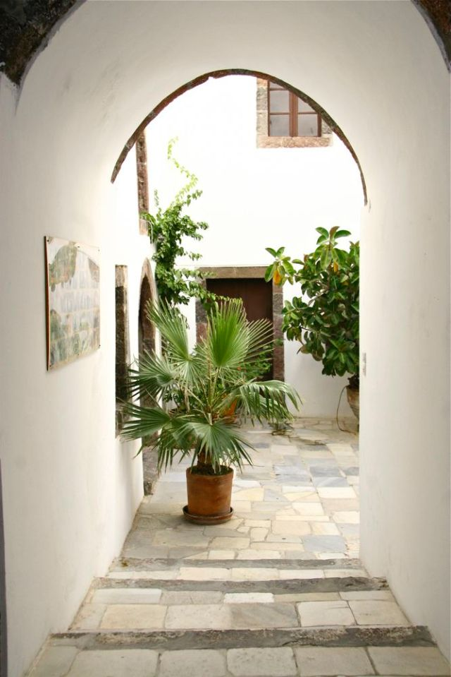 Greek Stillness, Santorini, Courtyard,